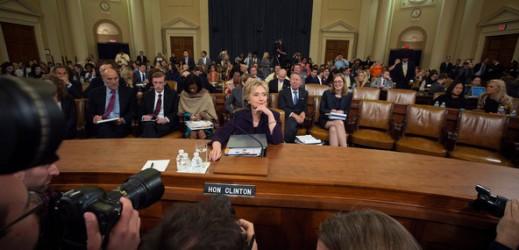 Elezioni Usa: il server della Clinton al centro di un'indagine Fbi e di una causa civile